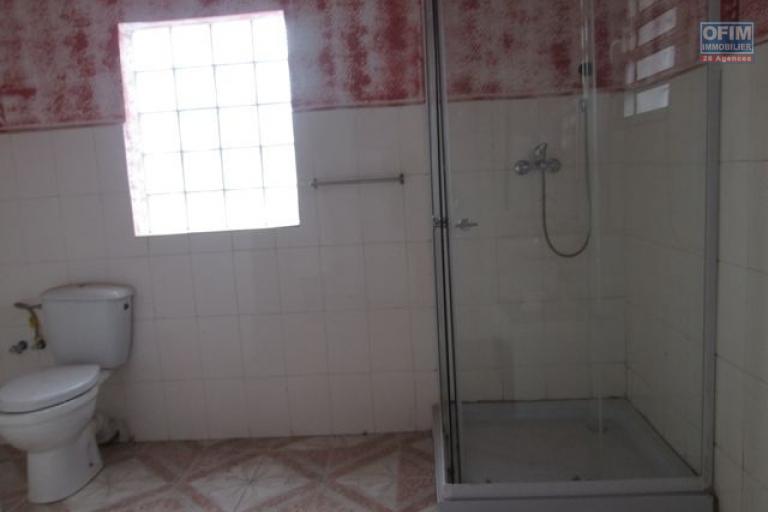 A vendre, deux villas modernes sur 1000 m2 de terrain à Ambatomaro- Antananarivo