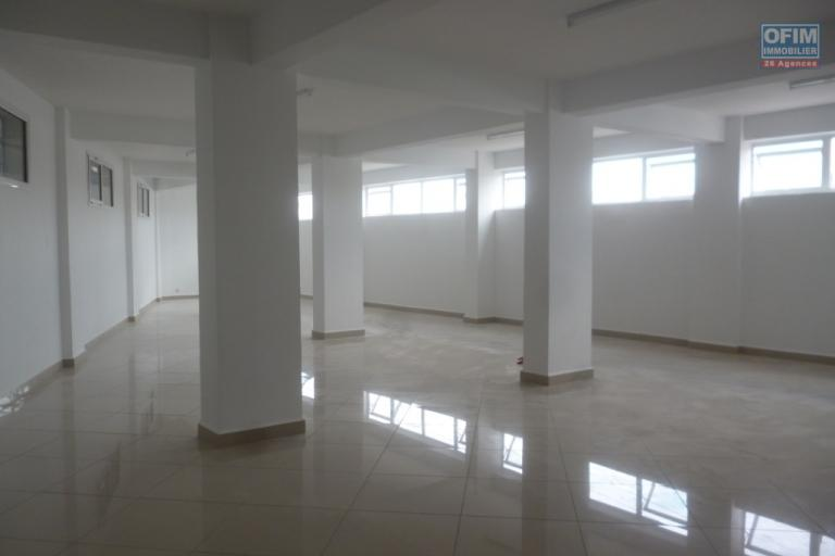 A louer des locaux open space dans un bâtiment récent de 5 étages