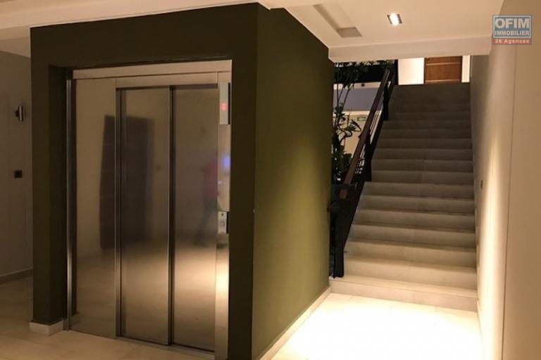 A louer un appartement neuf meublé de type T3 dans une résidence de très haut standing à Analamahitsy