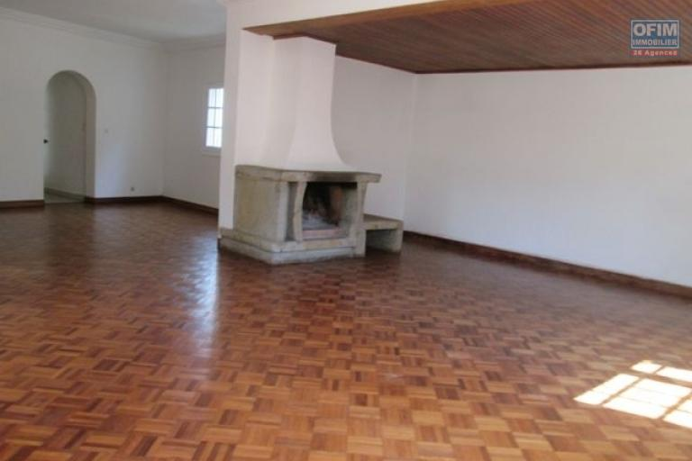 A louer un villa F5 dans une grande propriété à Ambohitrarahaba Antananarivo