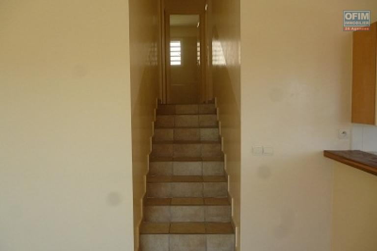 A louer une villa basse F4 dans une résidence clôturée, bien sécurisée sise à Ambatobe et à 5mn du Lycée Français d'Antananarivo