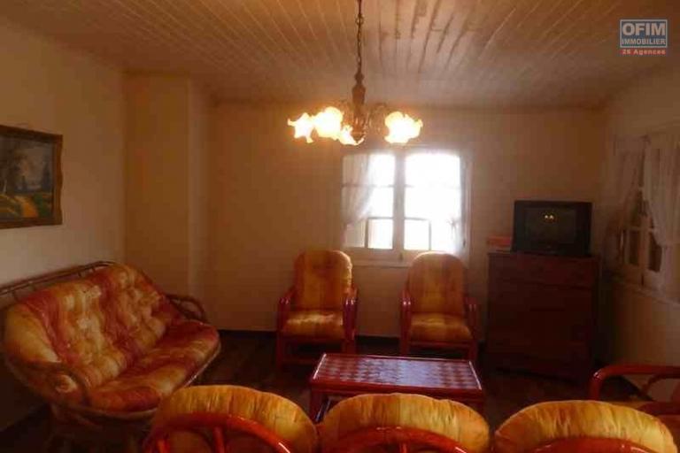 A louer une villa meublée à étage F6 située à Talatamaty proche centre commercial SHOPRITE