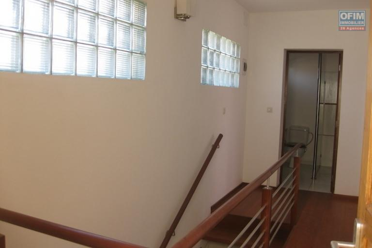 A louer un bel appartement meublé de type T3 à Ambohibao Morondava