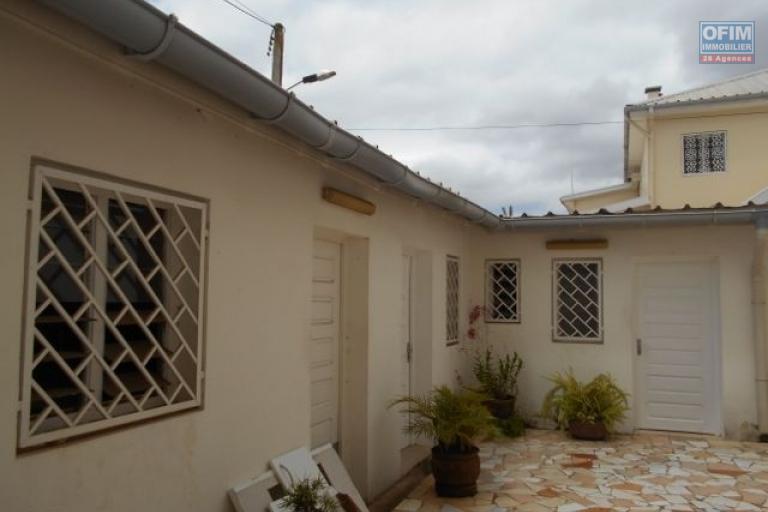 Une villa F5 avec piscine et jardin à Analamahitsy Antananarivo