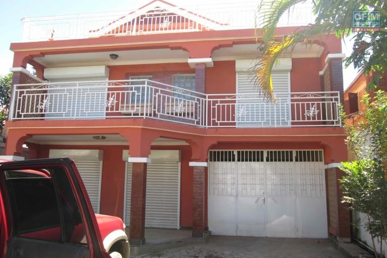 VENTE villa f5 sur un terrain de 520M2 dont 250M2 Habitable à Ampitatafika Ambohitrandriana