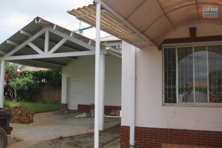 A louer une belle villa basse de type F5 dans un quartier résidentiel près du lycée français d'Ambatobe