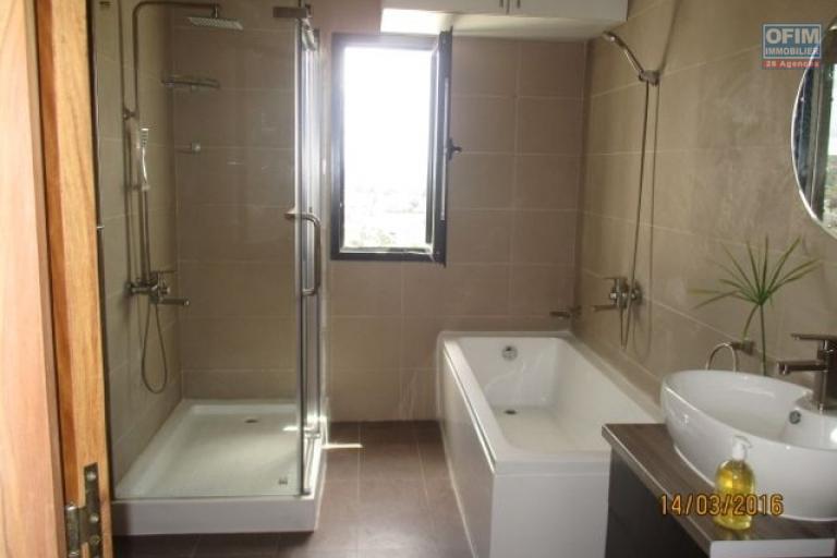 OFIM met en location 4 apartments neufs avec piscine à 10mn à pied du lycée Francais à Ambatobe