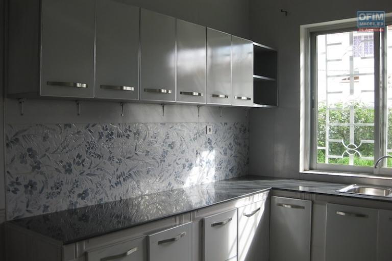 A louer une belle villa à étage type F5 dans une résidence sécurisée à Ambatobe