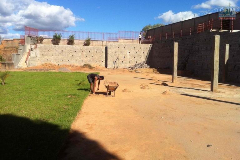 A VENDRE TERRAIN DE 1600 M2  à Ambohijanahary Ambohibao