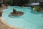 A louer un studio meublé et équipé avec piscine se trouvant au bord de la route principale à Imerinafovoany