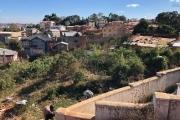 A vendre terrain de 2950 m2 à Ambatobe tout  proche du LEADER et Lycée Francais