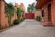 A louer une jolie  villa F5 facile d'accès  et à 3 minutes de l'aéroport d'Ivato