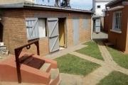 A louer une  jolie villa basse neuve F5 au bord de route à Ambohibao