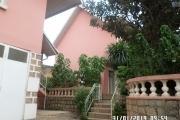 Villa à louer à Ambatobe au bord de route et quartier calme - Al'entrée