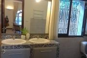 OFIM vous offre une villa basse divisée en deux appartements T4 indépendants et meublés dans une résidence sécurisée 24/24 - SDB suite parentale