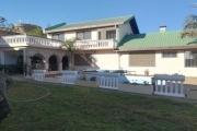 """OFIM met en location une villa de type F8 avec piscine à Alarobia Amboniloha. Elle est à 5min de """"La City"""" et à proximité des restaurants, banques, station service, boutique,...ect"""