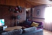 A vendre, une maison en bord de route sur 4 niveaux, sis à Ambatovinaky en plein centre ville.