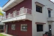 A louer une modeste villa à étage de type F5 dans un quartier résidentiel et facile d'accès bord de route en pavée sis à Andoharanofotsy