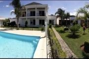 Trois maisons séparées avec piscine à Ambohidratrimo