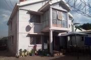 A louer une villa à étage F5 très facile d'accès proche du Polyclinique à Ambohitrarahaba