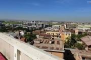 OFIM offre en location un appartement T3 à Alarobia au bord de route en duplex au 4em étage avec une terrasse