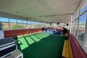 OFIM offre en location un local de 100m2  au roof top 3em étage d'un bâtiment en bord de route. Idéalement à usage de bureau ou salle de gym.
