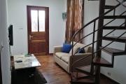 À louer une maison meublée mitoyenne en duplex sis à Andraharo Ambohimanarina et à 10 minutes du centre ville