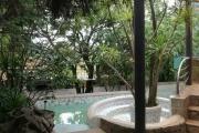 propriété avec une grande villa principale et plusieurs bungalows - antsobolo / ambatomaro