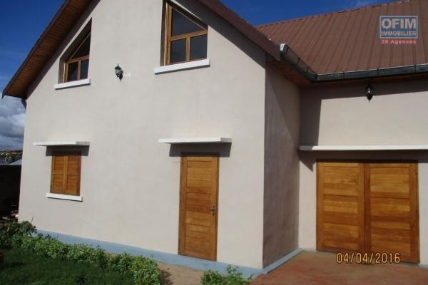 OFIM offre en location une villa neuve F4 à  By pass