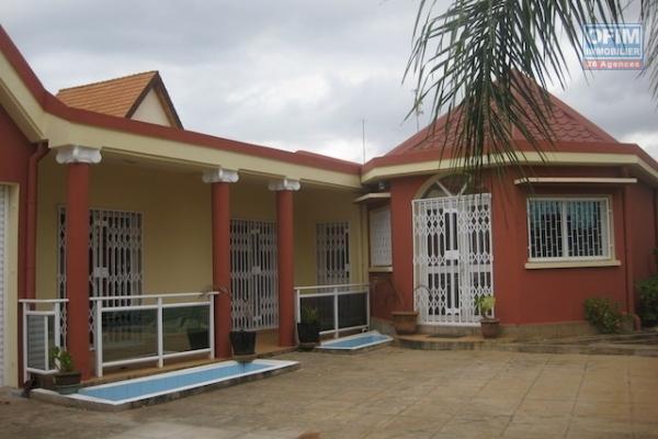 A louer villa F4 à deux pas du centre ville à Ambohidahy Antananarivo