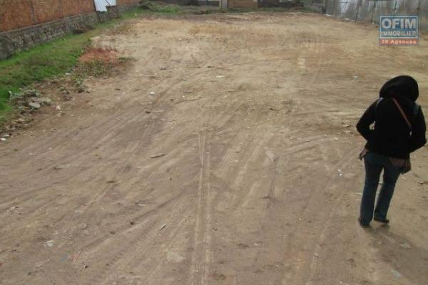 IDEAL INVESTISSEUR Très rare Alarobia Ivandry terrain de  5200 m2 à vendre