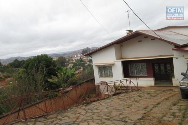 à vendre une belle villa à étage F6 à Ambolokandrina