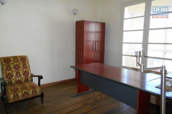 A louer local de 210m2 à usage bureau à Anosizato