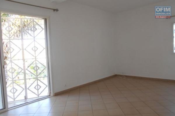 A louer, un appartement T3 neuf en bord de route principale à Alarobia- Antananarivo