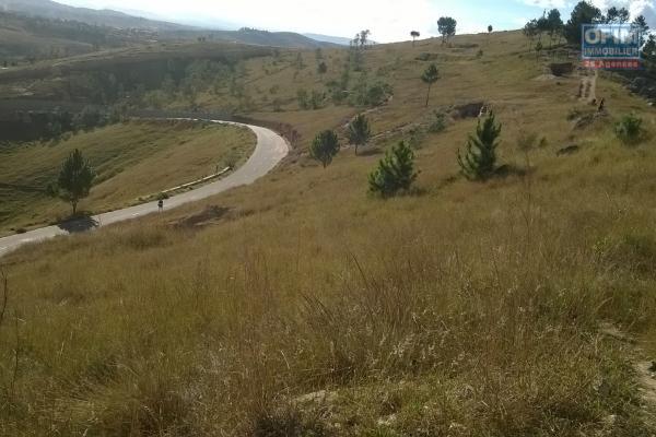 A vendre, un terrain de 9ha avec vue imprenable, sur la colline d'Imerikasinina Antananarivo