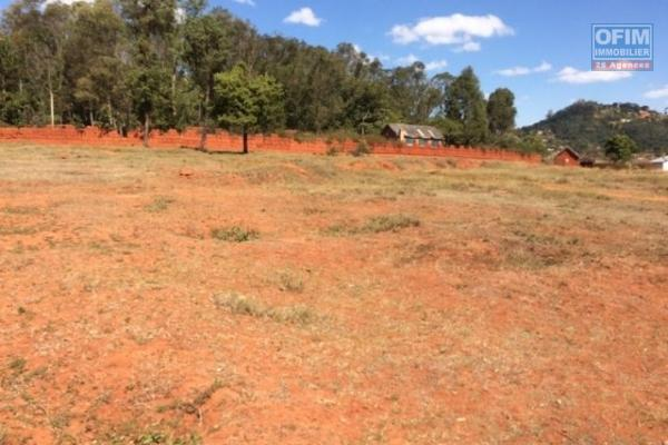 A vendre terrain plat prêt à bâtir bien cloturé du coté de FJKM Bejofo Mahitsy RN4.
