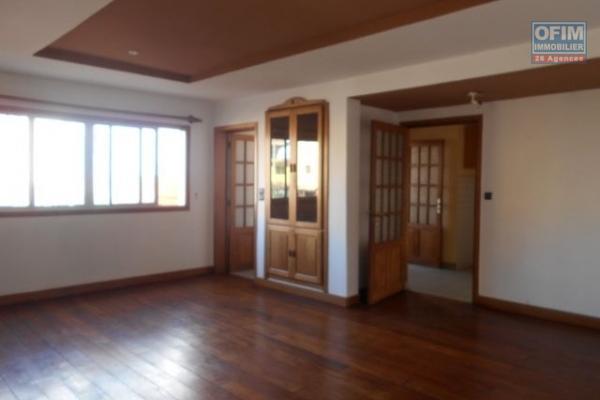 A louer un appartement T4 bord de route Ambatoroka Antananarivo