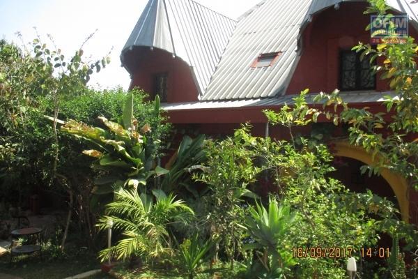 Une villa F6 de type traditionnelle avec piscine à Androhibe