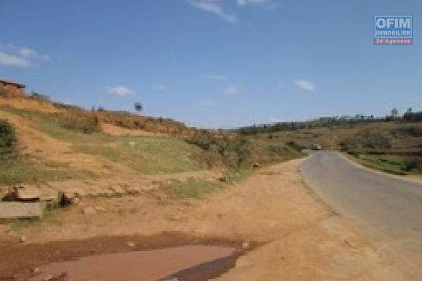 A vendre un terrain de 4120 m2 en bord de route principale au PK 22 sur la RN2- Antananarivo