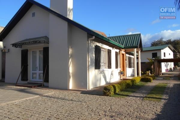 A louer une jolie villa F5 meublée située à Ivato