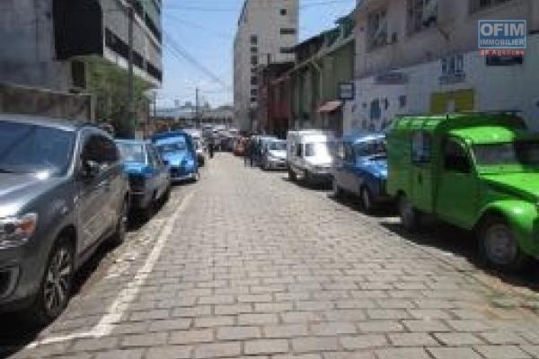 A vendre, un immeuble en plein centre ville, bord de route principale à Ankadifotsy- Antananarivo
