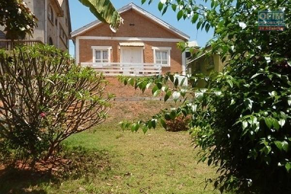 A louer une villa F3 à Ampefiloha Antananarivo