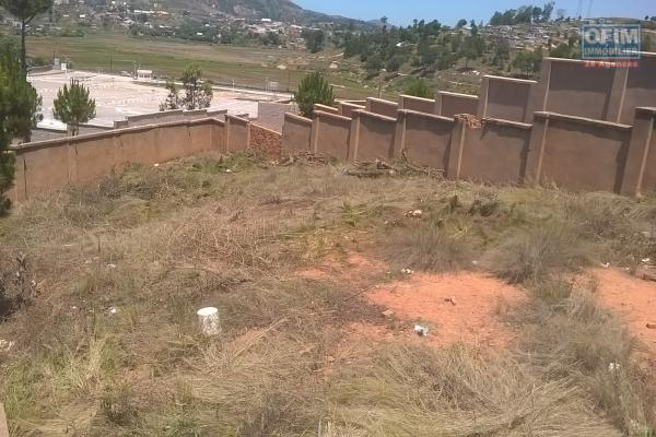A vendre, une beau terrain de 500 m2  clôturé à Ambohimalaza- Antananarivo