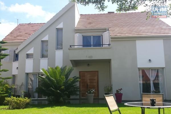 Location d'une très grande villa F10 très proche CV Tsimbazaza