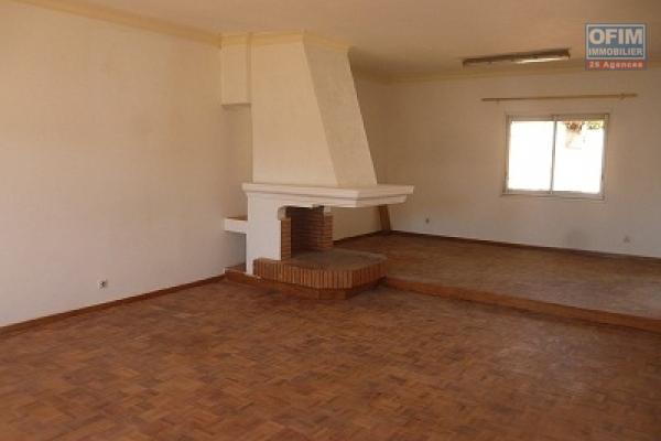 A louer une villa F5 de type traditionnelle à Ivandry tout près de la nouvelle école Française Les Charmilles à Ivandry Antananarivo