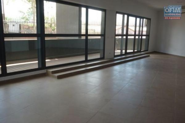 vente local de 1000 m2 usage multiple talatamaty 