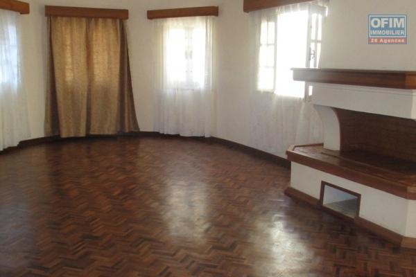 OFIM offre en location une villa F7 à Androhibe