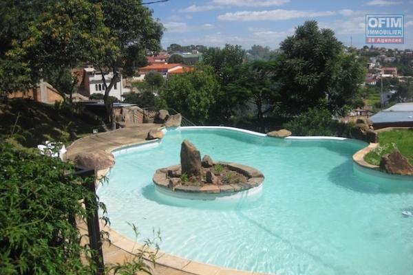 A louer un grand appartement T4 à Analamahitsy Antananarivo