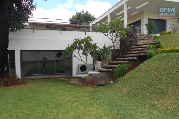 A louer une grande villa F7 avec piscine à Ivandry Antananarivo
