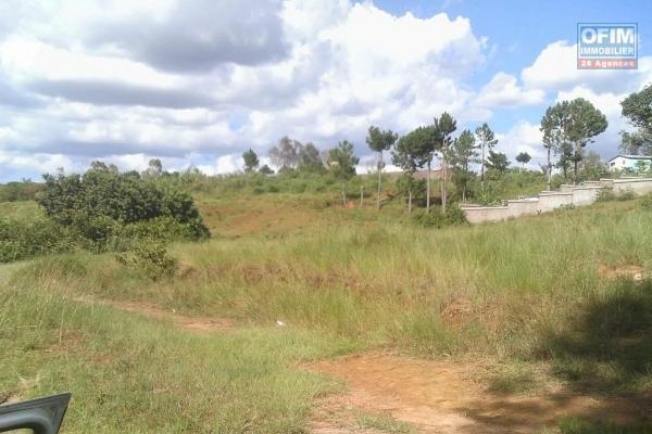 A vendre terrain de 2360 m2 Ambatobe en face du panoramique